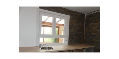 cuisine-meubles-robinet-vasque-double vitrage-
