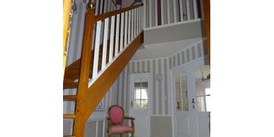 hall-escalier-marche-bois-double vitrage-entre notaire-vente-