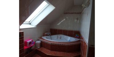 salle de bain-baignoire-lavabo-douche-carrelage-discountimmobilier-agence immobiliere-