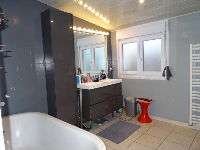 salle de bain -baignoire-meubles-vasque-double vitrage-