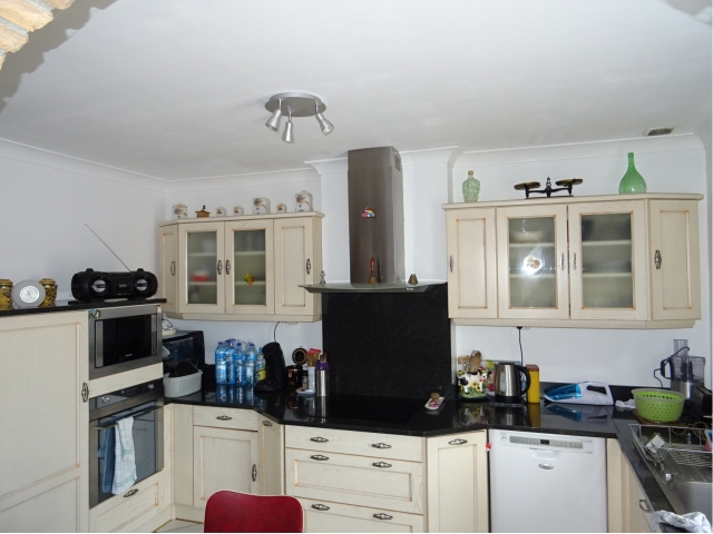 cuisine-meuble-gaz four-evier-frigo-discountimmobilier-weppes-habitat-