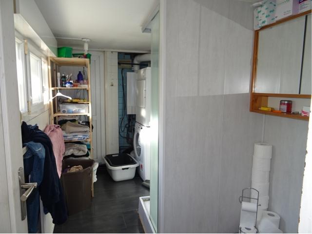 salle de bains-douche-lavabo