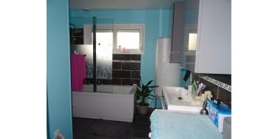 salle de bain baignoir douche-lavabo-chauffage electtrique-