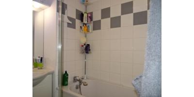 DSC0314sdb baignoire douche lavabo-laverie-parking