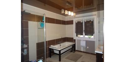 salle de bain-baignoire-douche-lavabo