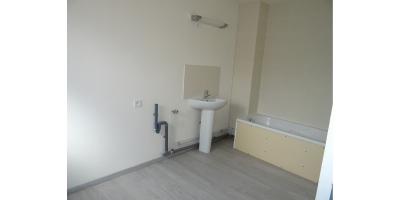salle de bain- maison briques tuiles-paru vendu