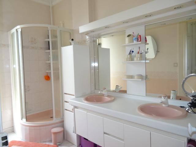 sdb- egout-vasques-meuble-plancher-plastique-