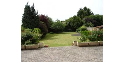 jardin-garage-atelier-parking-voiture-depandences-soleil-vacances-