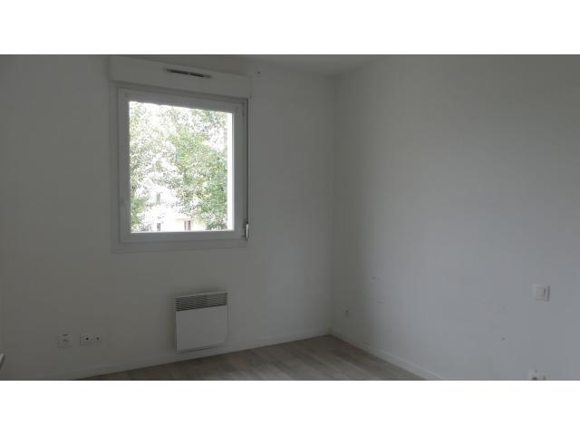 Et enfin une dernière chambre dans le même style de décoration sobre
