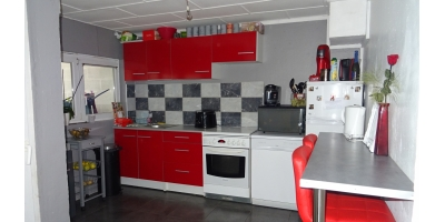 cuisine-meublee equipee-rouge-auchan-gare-parking-notaire henin lens-vimy-