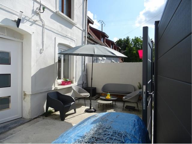 cour-terrasse-sud-salon de jardin-billy berclau
