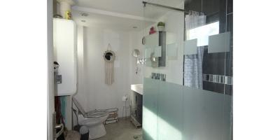 sale de bain douche-wc-cave-lavabo-